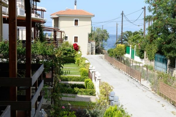 Rooms to let volos-pelion-kala nera-afissos0